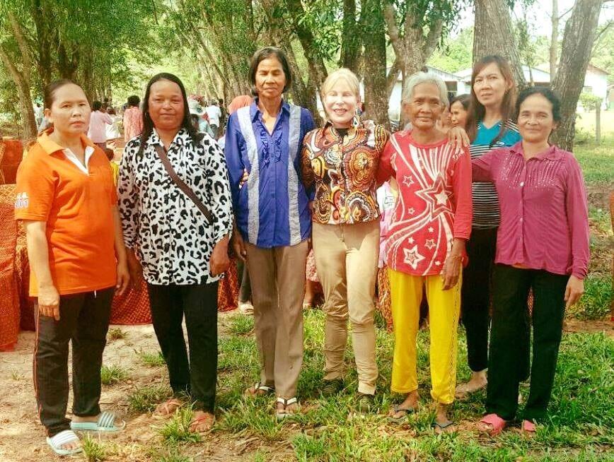 suwanna gauntlett Suwanna Gauntlett Suwanna Gaunlett Sovanna Baitong communities