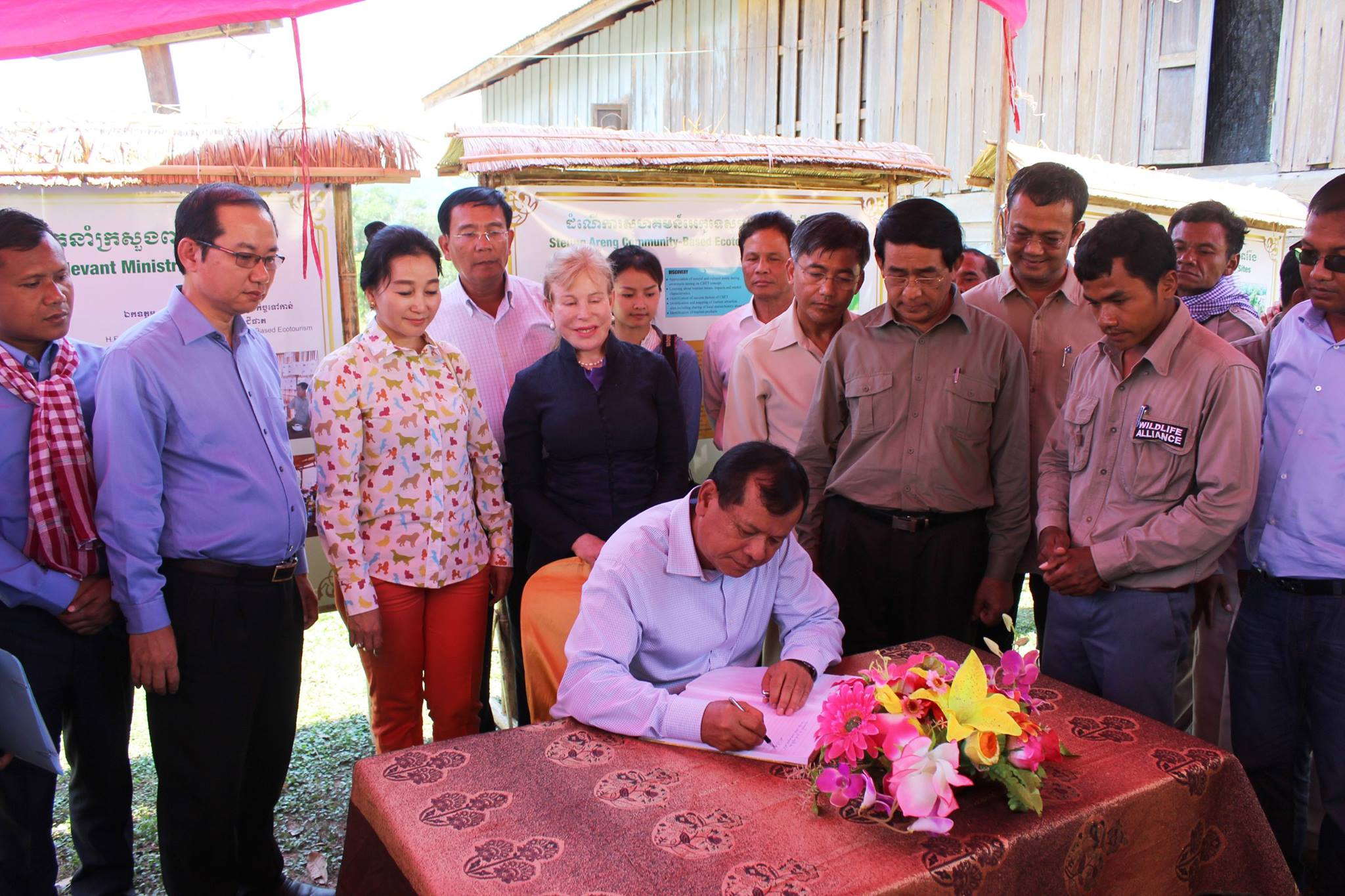 Community-Based Ecotourism Chhay Areng Valley - H.E. Thong Khon, Minister of Tourism and Suwanna Gauntlett CEO WA Community-Based Ecotourism Chhay Areng Valley – H.E. Thong Khon, Minister of Tourism and Suwanna Gauntlett CEO WA HE Thong Khon and CEO Wildlife Alliance Suwanna Gauntlett the signature
