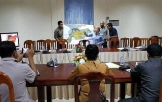 Provincial governor of Koh Kong Koh Kong Governor Cambodia and Suwanna Gauntlett meeting 320x202