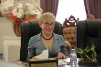Minister of Environment H.E. Say Samal meet Suwanna Gauntlett WA CEO Suwanna Gauntlett Wildlife Alliance meet Minister of Environment Say Samal 200x133