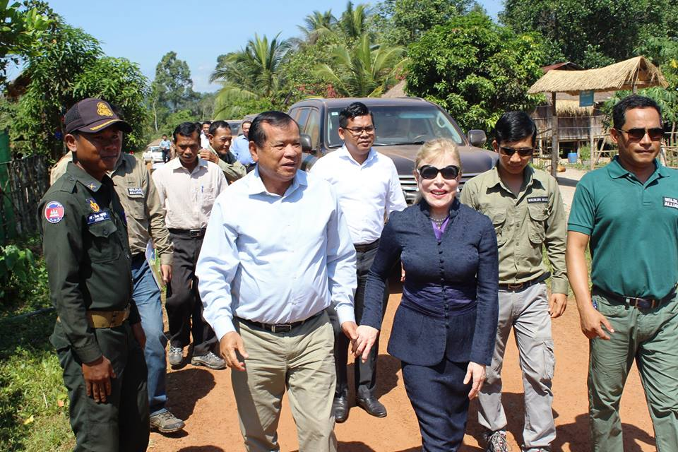 Community-Based Ecotourism Chhay Areng Valley - H.E. Thong Khon, Minister of Tourism and Suwanna Gauntlett CEO WA Community-Based Ecotourism Chhay Areng Valley – H.E. Thong Khon, Minister of Tourism and Suwanna Gauntlett CEO WA Thong Khon and Suwanna Gauntlett