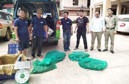 wildlife rapid rescue team – disparate duties… Wildlife Rapid Rescue Team – disparate duties… live snakes Cambodia trader