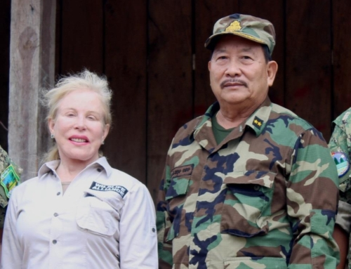Suwanna Gauntlett meets with General Chhun Chheng