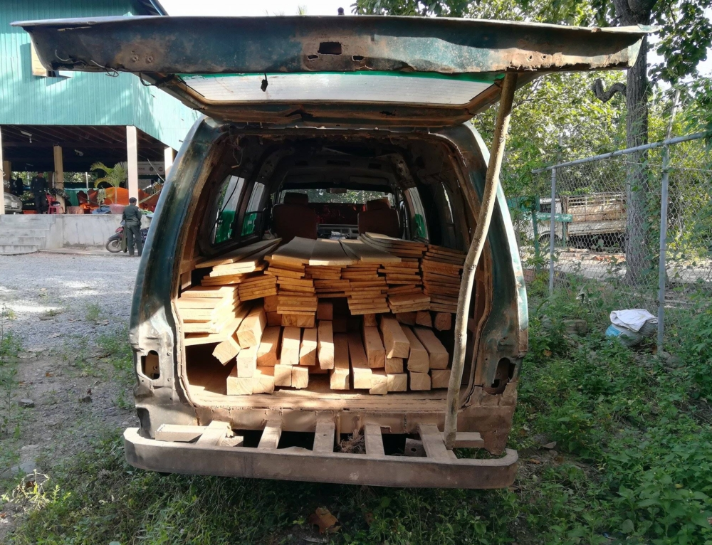 Car transporting construction timber