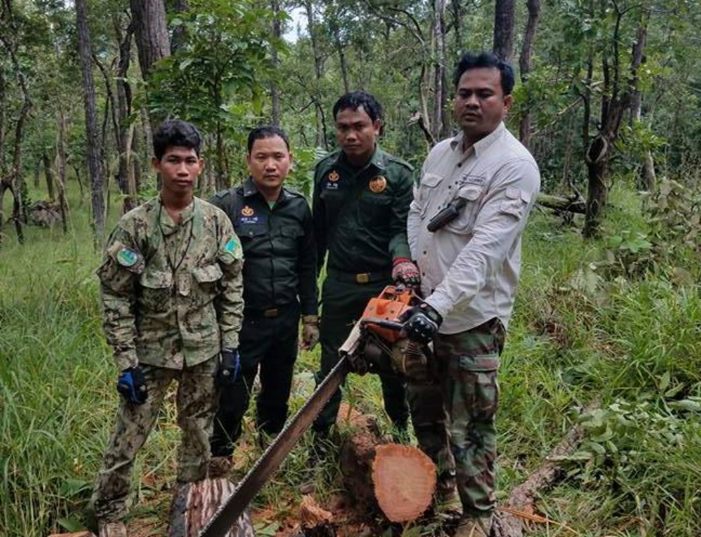 Chambak Patrol Station confiscated 2 chainsaws