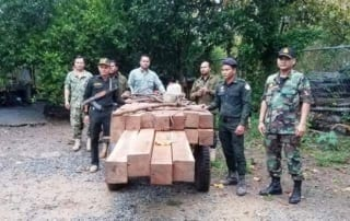 illegal logging Illegal logging – Kompong Speu province Construction wood confiscated by rangers 320x202