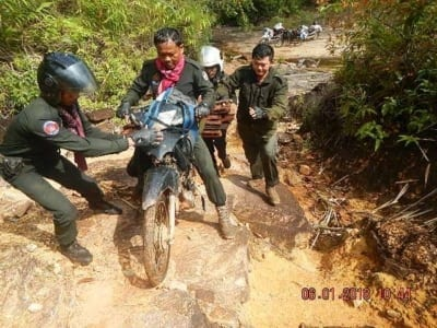 forest guards Hundreds of animal traps, 2 motorbikes confiscated for rose wood transportation Forest Guards Cambodia 1 400x300