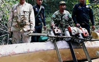 illegal chainsaws Chambak rangers confiscated 4 chainsaws Forest Protection Cambodia illegal chainsaws 320x202
