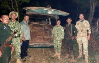 cambodia rangers Rangers stations join forces to capture timber smuggler Forest rangers cought timber smuggler 320x202