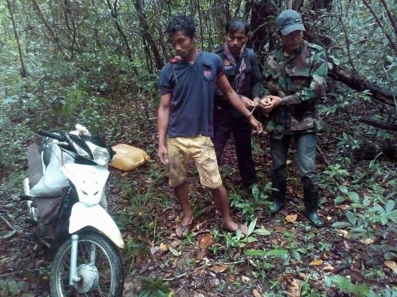 poachers sentenced to prison Poachers sentenced to prison poachers arrested 800x600