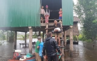 conservation Conservation Turned to Relief Efforts Helping villagers durring floods Cambodia 320x202