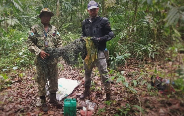 sponsor the sun bear station Sponsor the Sun Bear Station Wildlife Alliance rangers dismantle wildlife traps from the forest floor 700x441