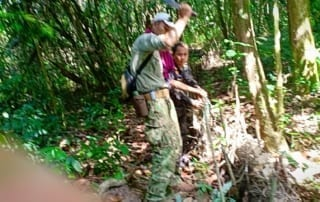 thomas gray Dr. Tom Gray Wildlife Alliance remove snares 320x202